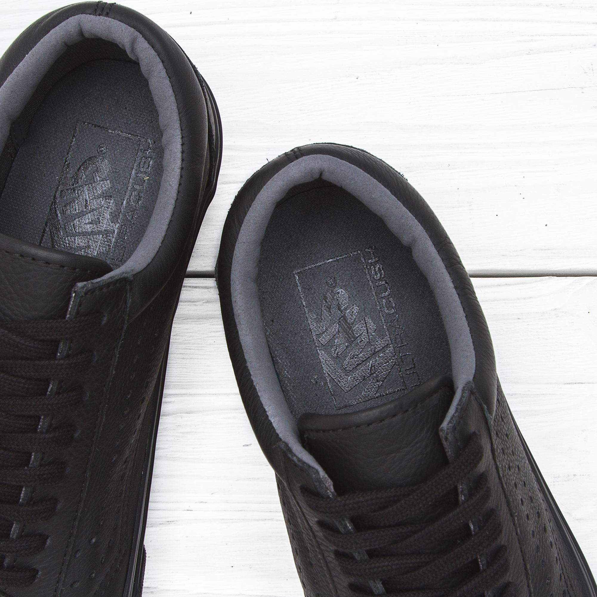 19f3a3d6d48e20b  Кеды Vans OLD SKOOL REISSUE Black Leather цена 060c786d1e275