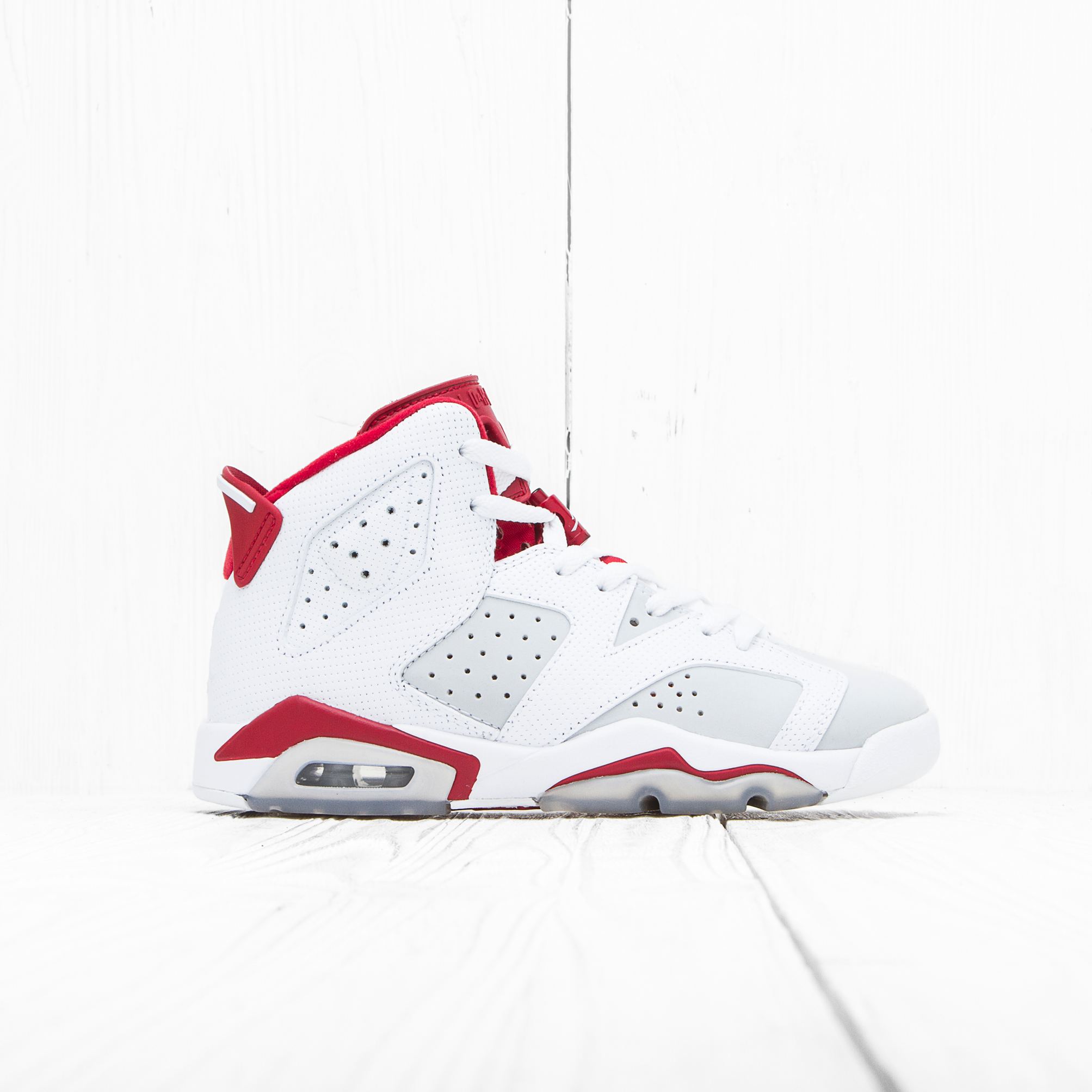 Кроссовки Jordan AIR JORDAN 6 RETRO (BG) White/Pure Platinum-Gym Red