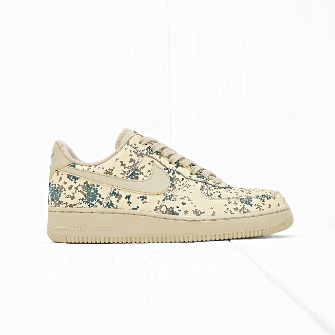 Кроссовки Nike AIR FORCE 1 07 LV8 (COUNTRY CAMO) Team Gold/Team Gold-Golden Beige - Фото 1
