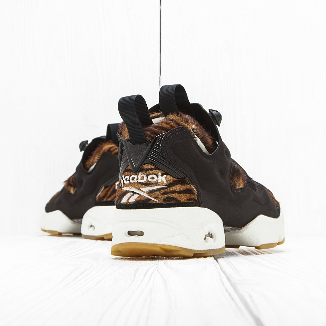 Кроссовки Reebok INSTA PUMP FURY JUNGLE BOOK Shere Khan-Black/Gold Met - Фото 1