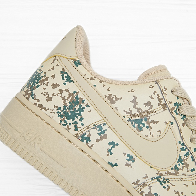 Кроссовки Nike AIR FORCE 1 07 LV8 (COUNTRY CAMO) Team Gold/Team Gold-Golden Beige - Фото 4