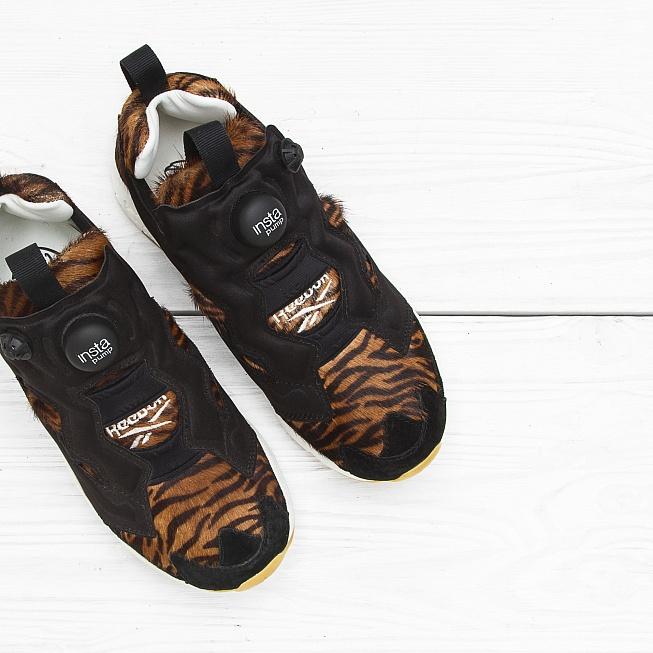 Кроссовки Reebok INSTA PUMP FURY JUNGLE BOOK Shere Khan-Black/Gold Met - Фото 2